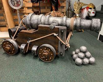Picture of Replica Cannon / cannon balls